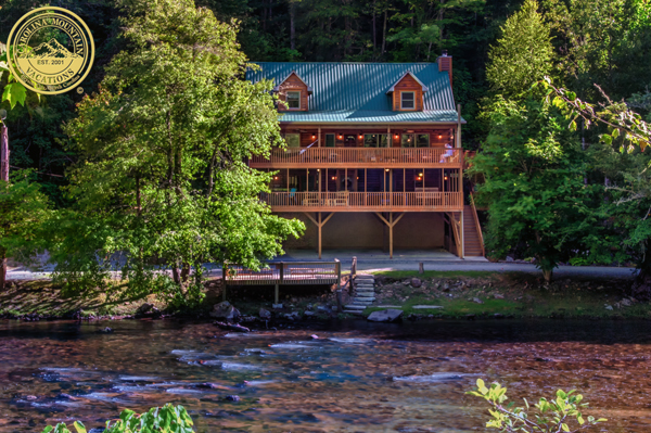 A River Paradise on the bank of Tuckasegee River
