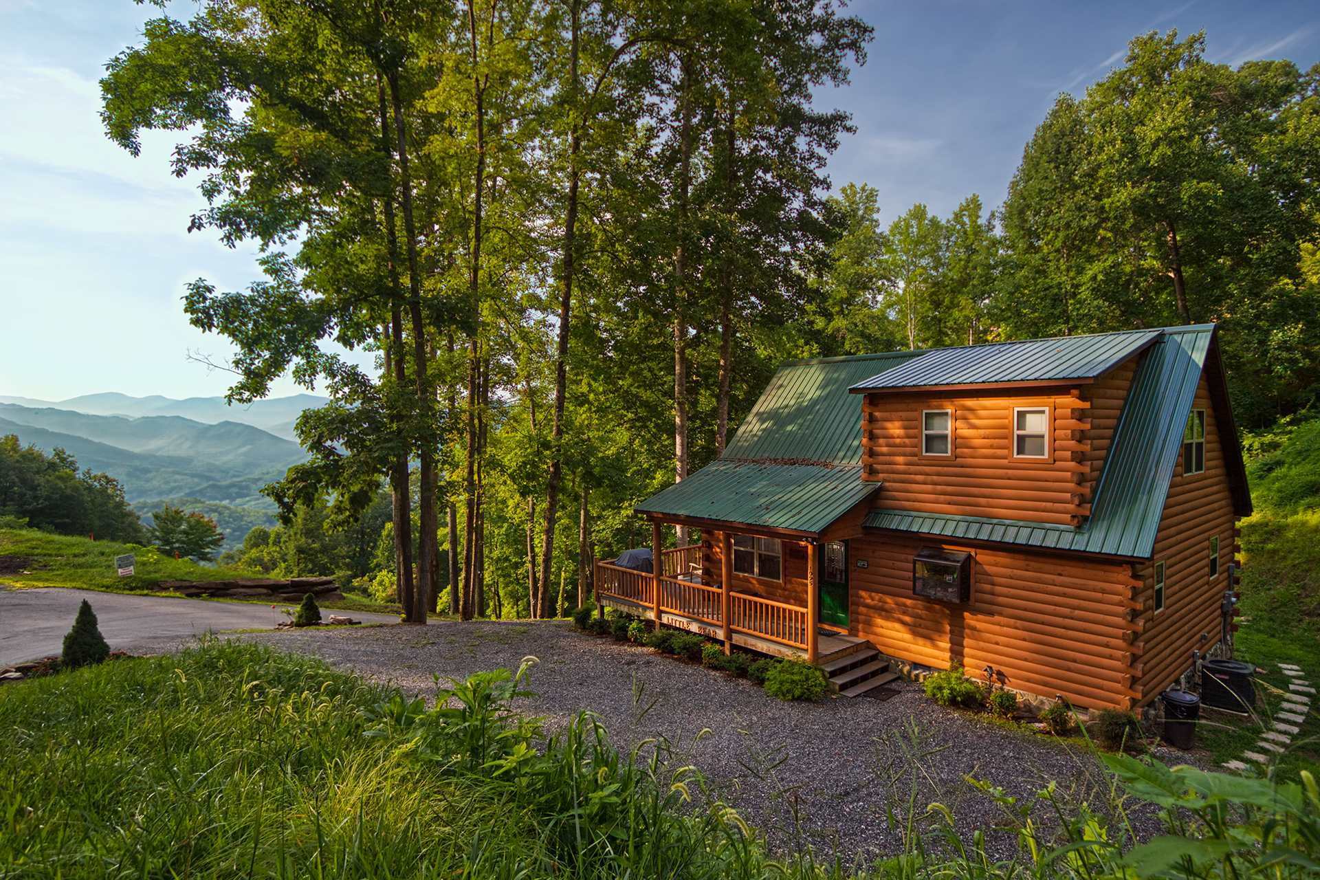 Little bear chalet nc log cabin rental with mountain views for Little bear cabin in gatlinburg tn