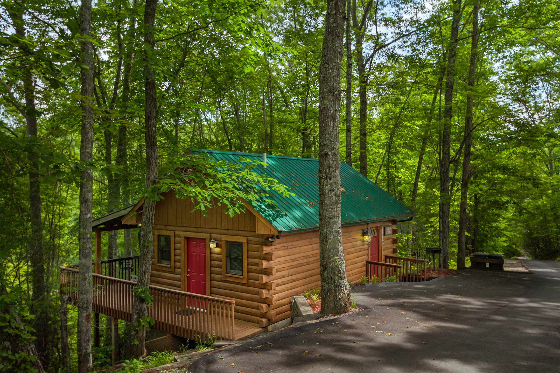Squirrel Run couples escape bryson city mountain cabin