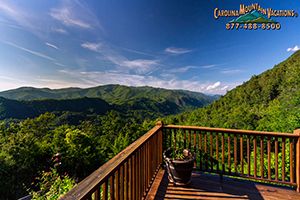 Stag Crossing log cabin with scenic views of nantahala